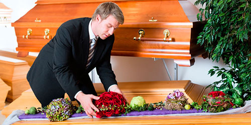 После похорон дедушки, мне пришлось утешать бабушку