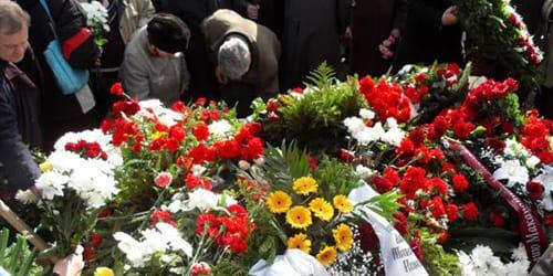 к чему знакомство на похоронах