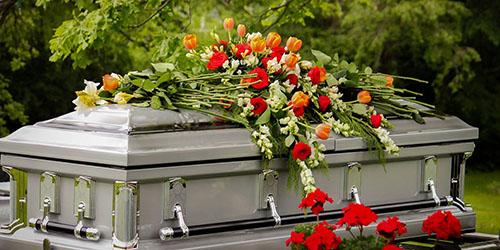 приснился гроб в цветах