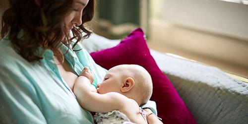 к чему снится беременной родить девочку