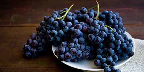 приснился черный виноград
