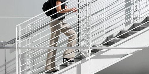 К чему снится подниматься по лестнице