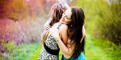 Две мамы с подругой целуются фото 494-457