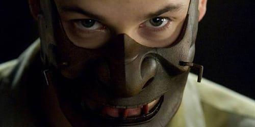 маньяк в маске