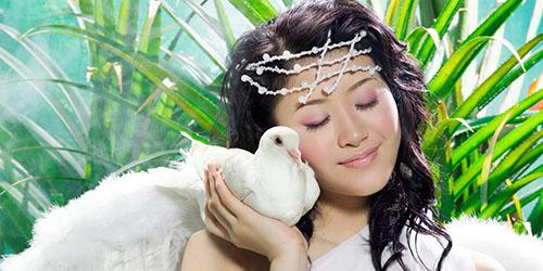 девушка и голубь