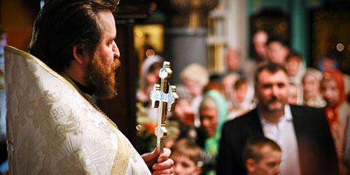 приснился священник в церкви