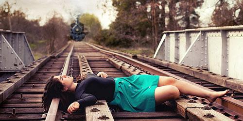 к чему снится ложиться под поезд