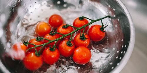 к чему снится есть красные помидоры