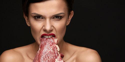 поедание сырого мяса