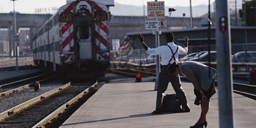 уходящий поезд