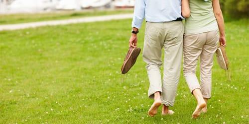 к чему снится ходить босиком