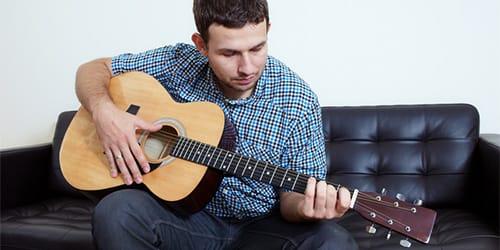 сонник играть на гитаре