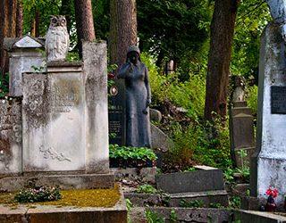 Кладбище и могилы