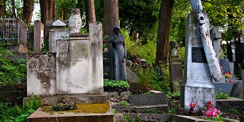 приснилось старое кладбище и могилы