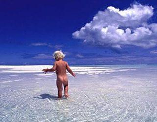 Купаться в море