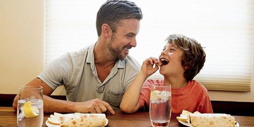 Кушать вместе с умершим отцом