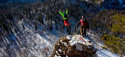 прыгать со скалы