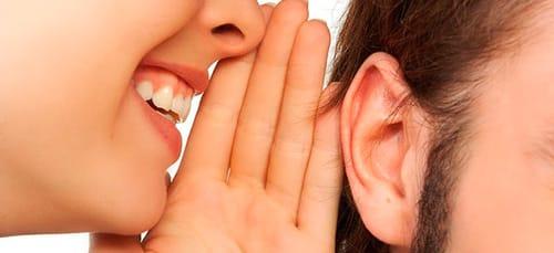 шептать на ухо