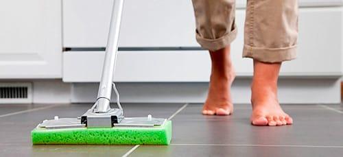 мыть квартиру