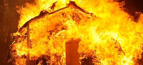 горит дом