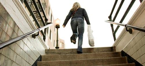 подниматься по лестнице во сне