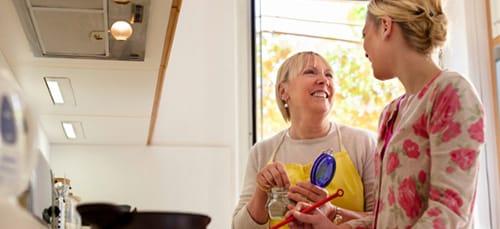 покойная мама помогает по хозяйству
