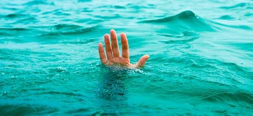 к чему снится тонуть в воде
