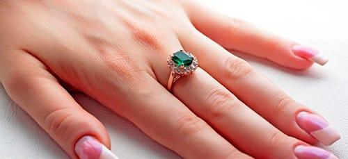 кольцо с изумрудом во сне