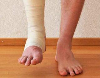 Сломать ногу