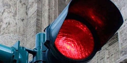 красный цвет светофора во сне