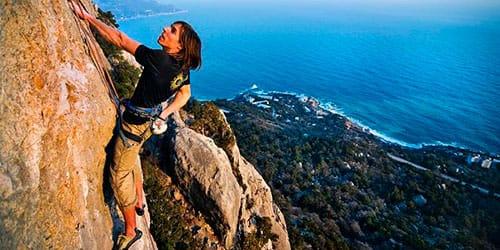 к чему снится подниматься вверх по скале