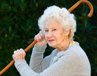 Старая женщина