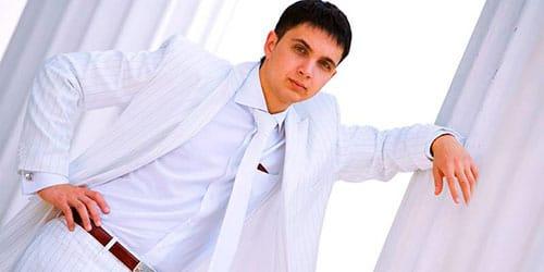 сонник белый костюм