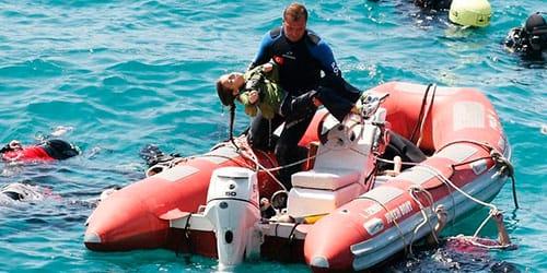 спасти девочку после кораблекрушения во сне