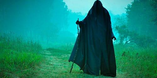сонник человек в черном плаще