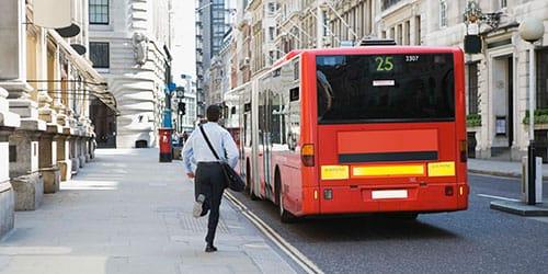 к чему снится догонять автобус