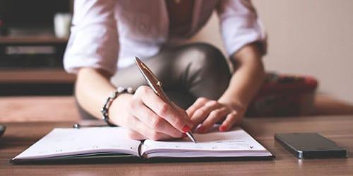 к чему снится писать свою фамилию во сне