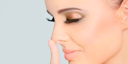 прикосновение к носу во сне