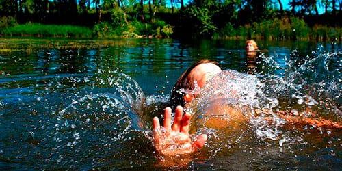 к чему снится ребенок в воде
