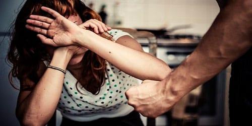 бить жену во сне