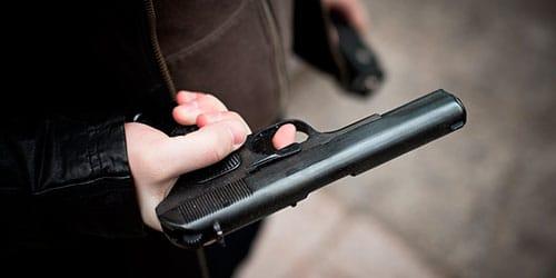 хотят убить из пистолета