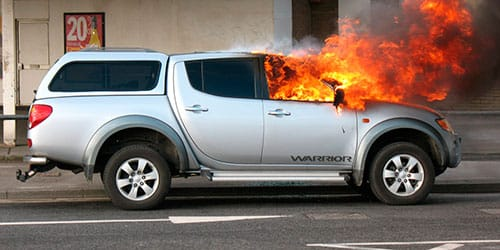 чужая машина горит во сне