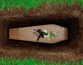 Ребенок в гробу