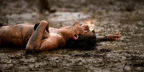 упасть в грязь во сне