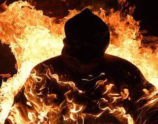Человек горит