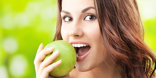 есть зеленое яблоко