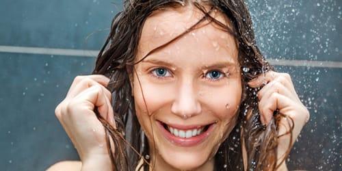 принимать душ с холодной водой