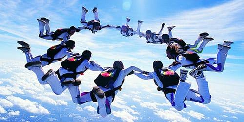 прыгать с парашютом толпой