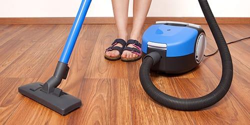 пылесосить пол в офисе