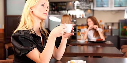 сидеть в кафе